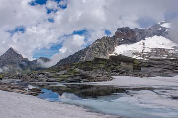 Blick über einen Gletschersee