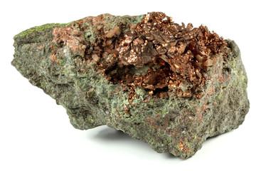gediegenes Kupfer aus Arizona/ USA isoliert auf weißem Hintergrund