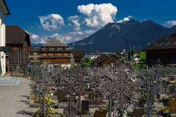 A, Vorarlberg, Bregenzerwald, Schwarzenberg, Friedhof mit schmiedeeisernen Grabkreuzen