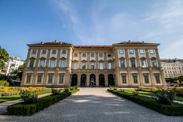 Palais Lichtenstein, Sommerresidenz Lichtenstein und Garten Lichtenstein in Wien, Österreich