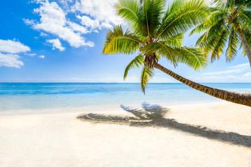 Wall Mural - Strandurlaub auf einer einsamen Insel im Meer