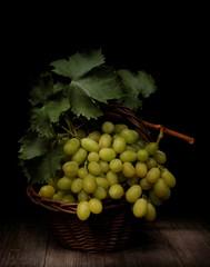 Natura morta con uva bianca
