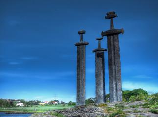 Epées dans la pierre, sculptures à Stavanger, Norvège