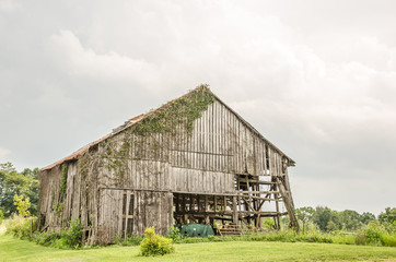 Dilapidated Barn Needs Help