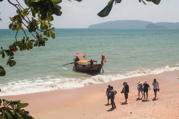 南の島の砂浜 ボート