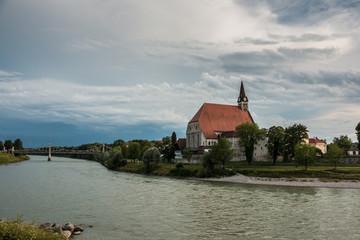 Kirche am Fluss