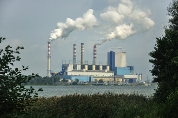 Fototapeta Dymiące kominy elektrowni obraz