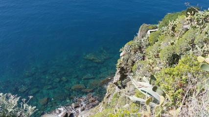 Scogliera alle Cinque Terre in Liguria