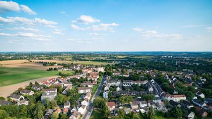 Luftaufnahme Wohngebiet / Siedlung mit Häusern in einer Kleinstadt