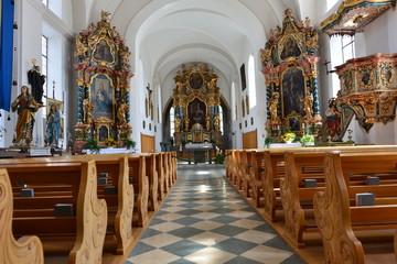 Innnenansicht der Kath. Pfarrkirche hl. Leonhard in Ried im Oberinntal