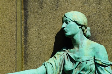 Skulptur an einem Grabmal auf dem alten Friedhof Mülheim