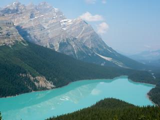 湖に映る山脈