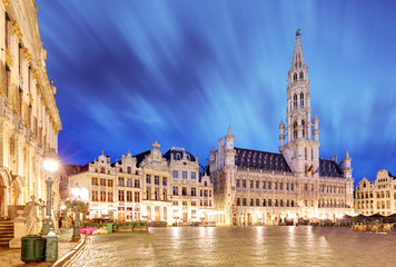 Foto op Canvas Brussel Night scene of the Grand Place, the focal point of Brussels, Belgium.