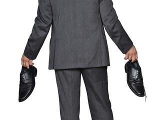El ejecutivo se quito los zapatos