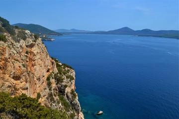 Küste von Sardinien mit Meer