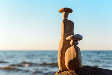 Statuettes of pebbles