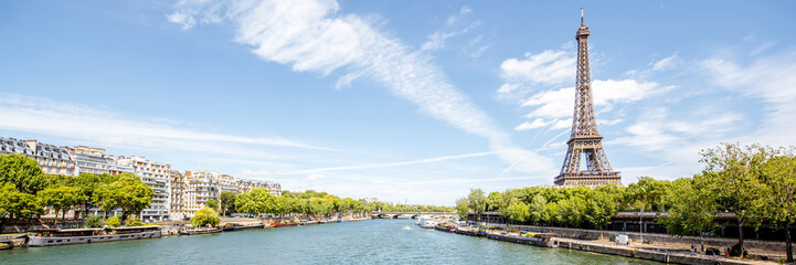 Zelfklevend Fotobehang Parijs Landscape panoramic view on the Eiffel tower and Seine river during the sunny day in Paris