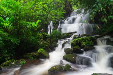 Foto op Canvas Man Daeng waterfall.