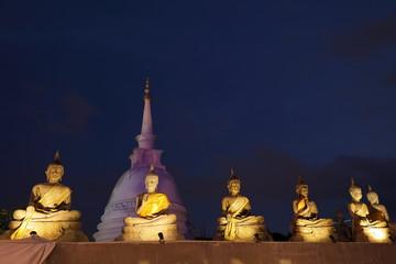 Buddha Figuren im Seema Malaka Tempel von Colombo in Sri Lanka