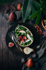 Delicious salad with figs and pears