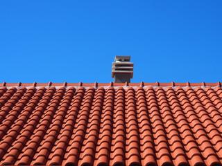 Neues Dach: Dachpfannen, Dachziegel, Dachsanierung in Südeuropa
