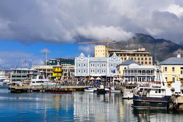 Kapstadt - Waterfront mit Tafelberg; Südafrika