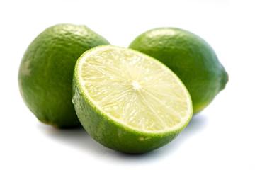Limette Limetten Lemmon Limone Zitrusfrucht isoliert freigestellt auf weißen Hintergrund, Freisteller