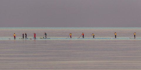 paddle surfer auf dem meer