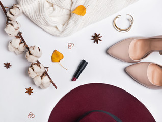 Feminine autumn accessories
