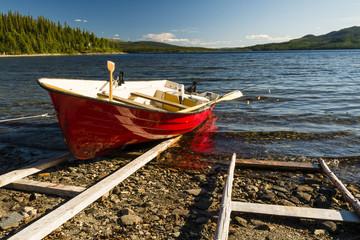 Angelboot mit Bootsrutsche