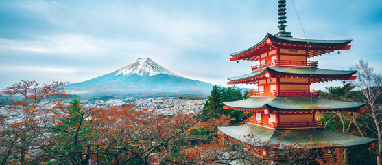 Spoed Fotobehang Bedehuis Mount Fuji, Chureito Pagoda in Autumn