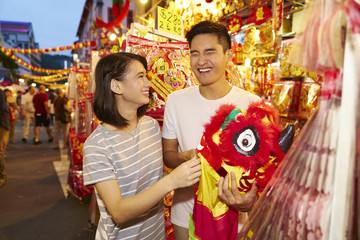 Couple shopping at Chinatown
