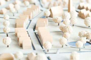 Architekturmodell mit Häusern und Kirche