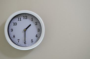 Time of the wall clock hung on a wall is 1:30.