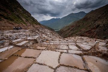 Terrassen zur Salzgewinnung bei den Salineras de Maras, Peru