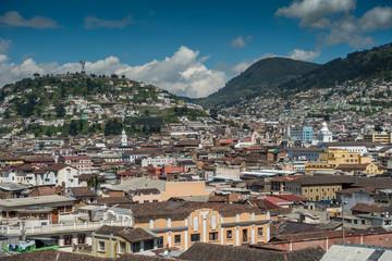 Panorama-Aussicht von der Basílica del Voto Nacional in Quito