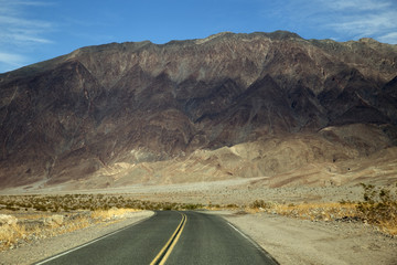 Road through Dead Valley in California (USA)