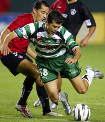 SANTOS LAGUNA JARED BORGUETTI FIGHTS FOR BALL WITH ATLAS BLANCO DURING INTERLIGA SOCCER FINAL.