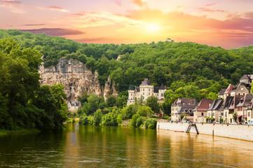 La Roque Gageac vue depuis la Dordogne. Dordogne. Nouvelle Aquitaine