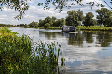 Foto auf Leinwand Fluss Outskirts of Ely on the River Great Ouse