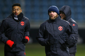 Manchester United's Jesse Lingard (L) and Wayne Rooney during training