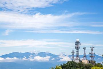 山の上の電波塔
