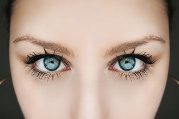 Simmetric blue eyes