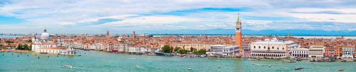 Foto op Plexiglas Venetie Very high resolution panoramic view of Venice on a beautiful day