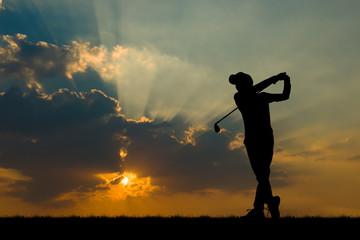 Keuken foto achterwand Vechtsport silhouette golfer playing golf during beautiful sunset