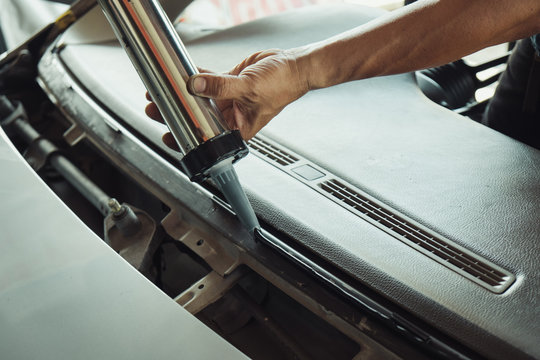 windshield repair and install auto glass because car accident