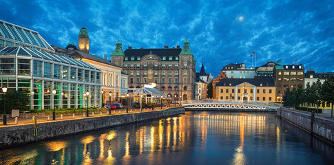Fototapete - Panoramic view of Malmo skyline from canal in the evening, Sweden