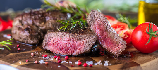 Foto op Plexiglas Steakhouse Steak (Rindfleisch)