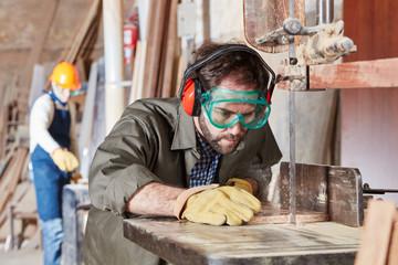 GmbH Gründung gesellschaft gründen immobilien kaufen Holzverarbeitung schnell gmbh mantel kaufen in österreich