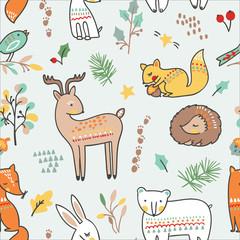 Modèle sans couture animal mignon. Illustration vectorielle. avec renard, ours, lapin, hérisson, élan, cerf, écureuil et un petit oiseau dans une forêt.